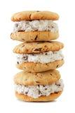 Pila de bocadillos del helado aislados en blanco fotografía de archivo