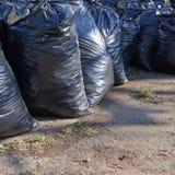 Pila de bolsos de basura negros Fotos de archivo libres de regalías