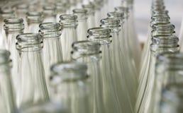 Pila de botellas de cristal transparentes vacías Fotografía de archivo libre de regalías