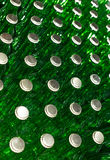 Pila de botellas de cristal verdes vacías Foto de archivo libre de regalías