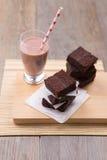 Pila de brownie con chocolate caliente Fotografía de archivo libre de regalías