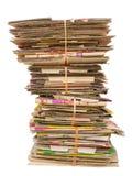 Pila de cajas de cartón viejas para reciclar Imagen de archivo