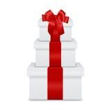 Pila de cajas de regalo aisladas en el fondo blanco libre illustration