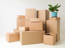 Pila de cajas móviles Fotografía de archivo
