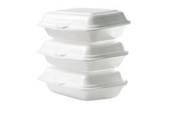 Pila de cajas para llevar de la espuma de poliestireno en el fondo blanco: Trayectoria de recortes incluida Fotografía de archivo libre de regalías