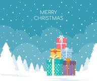 Pila de cajas de regalo en fondo del paisaje del invierno Concepto de la Navidad Foto de archivo libre de regalías
