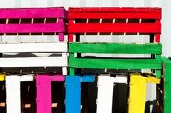 Pila de cajones coloridos vacíos de la fruta Fotos de archivo libres de regalías