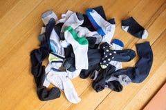 Pila de calcetines perdidos Imagen de archivo libre de regalías
