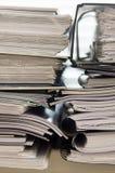 Pila de carpetas con los documentos Fotos de archivo libres de regalías
