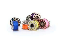 Pila de carretes coloridos de la cuerda de rosca Fotografía de archivo libre de regalías
