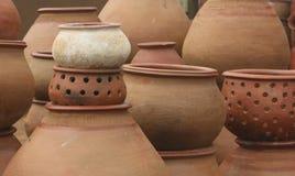 Pila de cerámica de la loza de barro Fotos de archivo