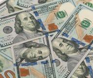 Pila de cientos billetes de dólar Fotografía de archivo libre de regalías