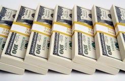 Pila de cientos cuentas de dólar foto de archivo