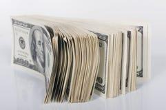 Pila de cientos cuentas de dólar Imágenes de archivo libres de regalías