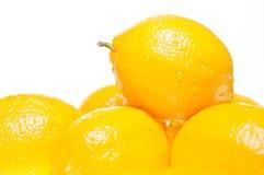 Pila de cierre del extremo de los limones para arriba Imágenes de archivo libres de regalías