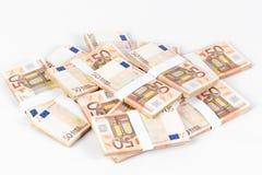 Pila de cincuenta billetes de banco euro Imágenes de archivo libres de regalías