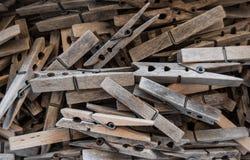 Clavijas de madera resistidas fotos de archivo libres de regalías