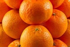 Pila de clementinas imagenes de archivo