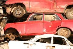 Pila de coches usados Foto de archivo