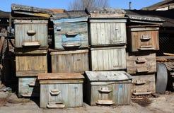 Pila de colmenas viejas de la abeja Fotos de archivo libres de regalías