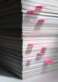 Pila de compartimientos con las etiquetas de plástico Imagen de archivo