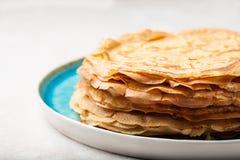 Pila de crepes tradicionales para la semana de la crepe Imagen de archivo libre de regalías