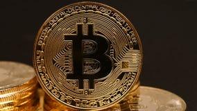 Pila de cryptocurrency de oro del bitcoin almacen de video