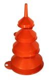 Pila de cuatro embudos plásticos anaranjados aislados en un backgro blanco fotos de archivo