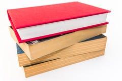 Pila de cuatro libros de lectura imagenes de archivo
