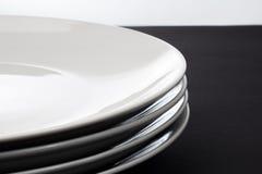 Pila de cuatro placas brillantes blancas Foto de archivo libre de regalías