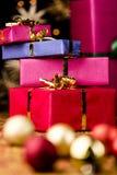 Pila de cuatro presentes y esferas Foto de archivo libre de regalías