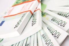 Pila de 100 cuentas euro Fotografía de archivo libre de regalías