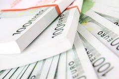 Pila de 100 cuentas euro Imágenes de archivo libres de regalías