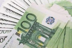 Pila de 100 cuentas euro Foto de archivo