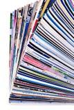 Pila de diarios imagenes de archivo