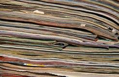 Pila de diarios viejos para el fondo Imagen de archivo