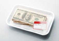Pila de dinero en el empaquetamiento al vacío Foto de archivo libre de regalías