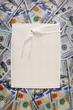 Pila de dinero grande pila de fondos americanos de los dólares Foto de archivo libre de regalías