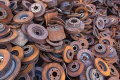 Pila de discos viejos del freno para reciclar Foto de archivo libre de regalías