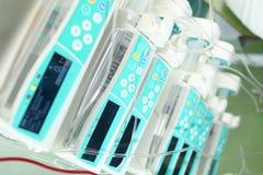 Pila de dispositivos para la terapia de la infusión Foto de archivo libre de regalías