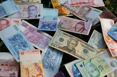 Pila de diversos billetes de banco Imagenes de archivo