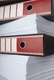 Pila de documentos de papeles foto de archivo