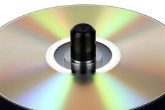 Pila de DVD en el eje de rotación imagenes de archivo