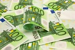 Pila de euro del dinero 100 Imágenes de archivo libres de regalías