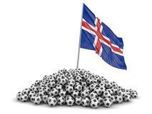 Pila de fútboles del fútbol y de bandera islandesa Foto de archivo