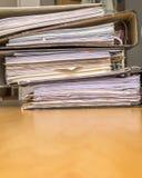 Pila de ficheros de papel Fotos de archivo libres de regalías