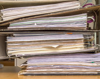 Pila de ficheros de papel Fotos de archivo