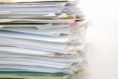 Pila de ficheros por completo de documentos Foto de archivo libre de regalías
