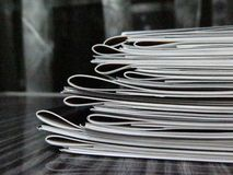 Pila de folletos Imagen de archivo libre de regalías