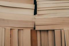 Pila de fondo de los libros viejos Muchos libros en una pila Libros en fondo del vintage Foto de archivo libre de regalías